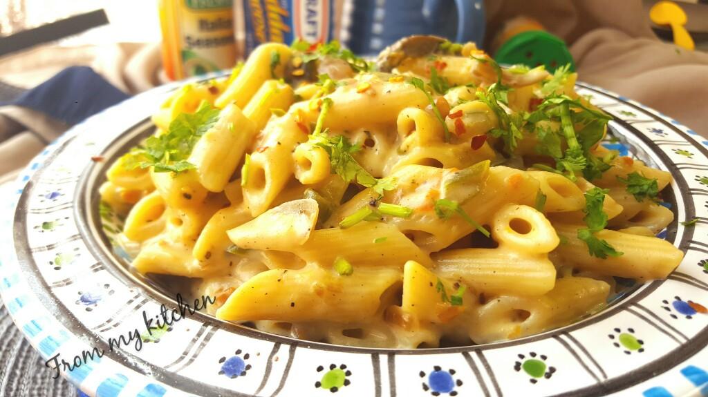 Creamy & Quick Pasta in White Sauce.