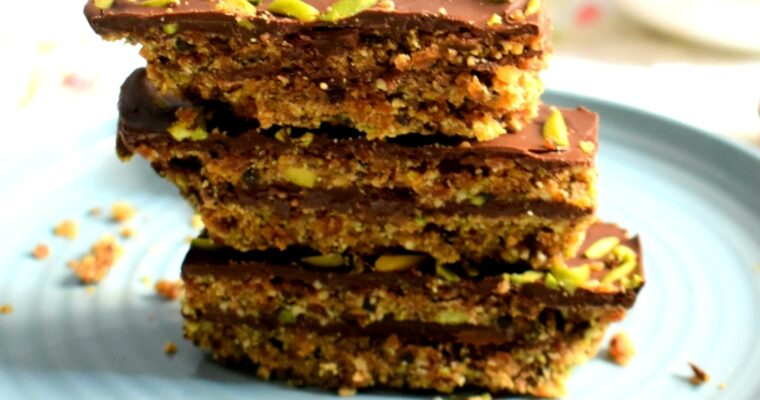 Dark Chocolate & Nutty Dates Bar